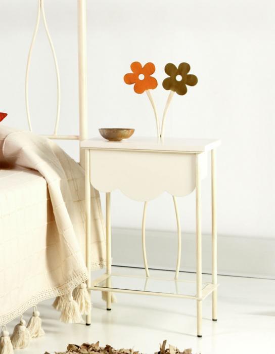 Mesilla primavera caj n blanco dormitorios de forja for Mesillas de forja ikea